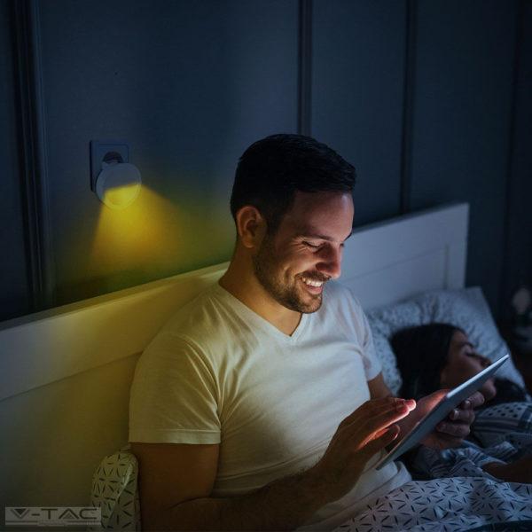 LED éjszakai fény 0,45W beépített alkonykapcsolóval